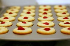 raspberry-topped lemon muffins
