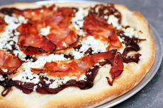 fresh ricotta and red onion pizza