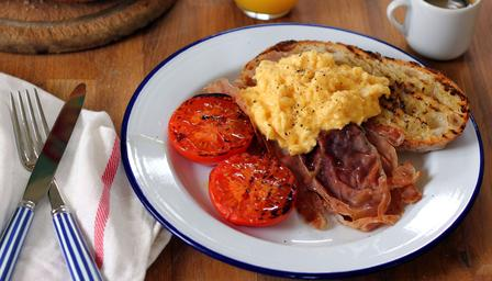 Ham and eggs with grilled tomato