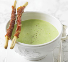 Pea soup with Parma ham croutons