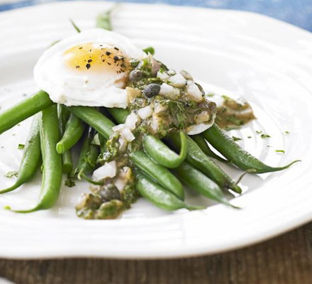 Poached egg on green beans with ravigote sauce ...