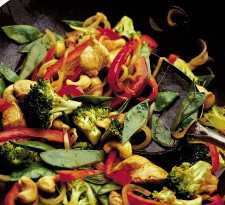 Broccoli, chicken & cashew nut stir fry