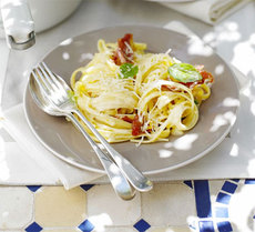 Creamy linguine with ham, lemon & basil