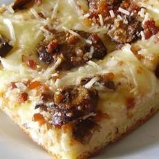 Deep Dish Alfredo Pizza