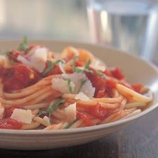 Spaghetti with Spicy Tomato Sauce