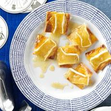 Warm Fig & Brie Crisps Recipe