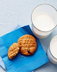 Emeril's Peanut Butter-Chocolate Chip Cookies