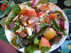 Mixed Greens Salad, Pears, Apple and Toasted Pecans