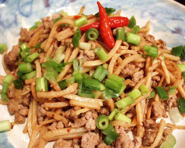 Xiao Sun Zi Chao Rou Mo (Slender Bamboo Shoots With Ground Pork)
