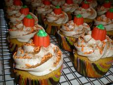 Easy Pumpkin Spice Cupcakes With Cinnamon Cream Cheese Frosting